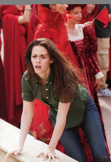 Bella frantically scanning the crowd, trying to save Edward