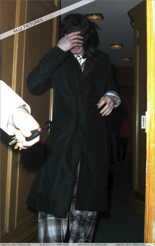 2006 - 2008 > Various > Michael in Beverly Hills