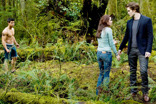 New Moon - Jacob, Bella & Edward UHQ still