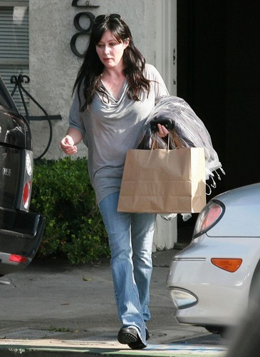 Shannen picking up some dry cleaning in Beverly Hills