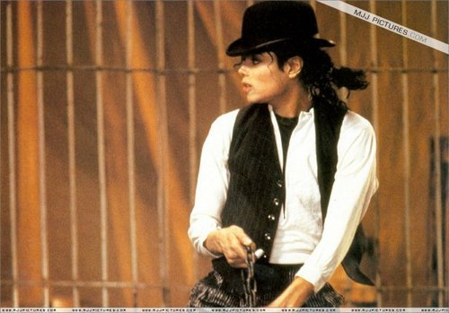 LEAVE ME ALONE- MJ VIDEO XX