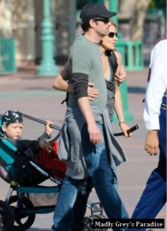 Patrick Dempsey& Family at ডিজনি Land