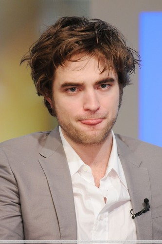 HQ Pictures of Rob on The Early Zeigen