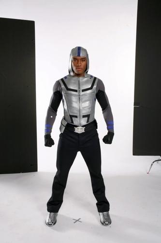 http://images2.fanpop.com/image/photos/10700000/Cyborg-smallville-10795048-333-500.jpg