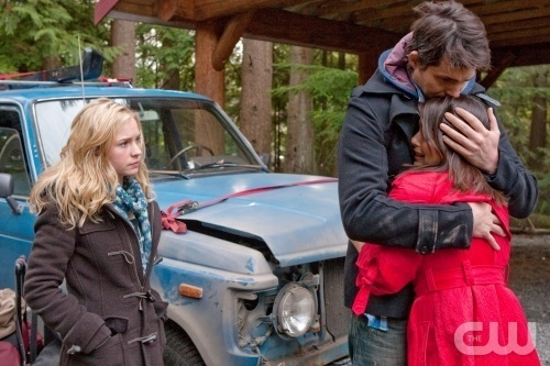 http://images2.fanpop.com/image/photos/10900000/Life-Unexpected-Episode-1x12-Father-Unfigured-promo-photos-life-unexpected-10941709-500-333.jpg