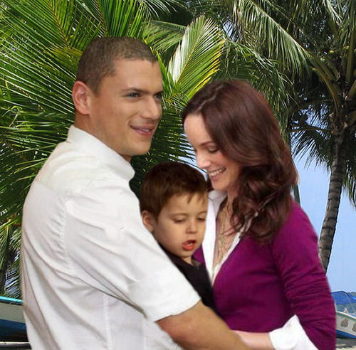 Prison Break - Michael and Sara with little MJ