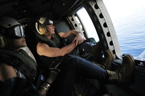 Stephen Lang & Michelle Rodriguez en route to USS Dwight D. Eisenhower - 2010-01-27