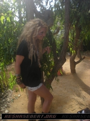 ke$ha at Sydney Wildlife World at Darling Harbour in Australia - March 22