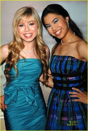 Jennette & Ashley @ 2009 PRISM Awards
