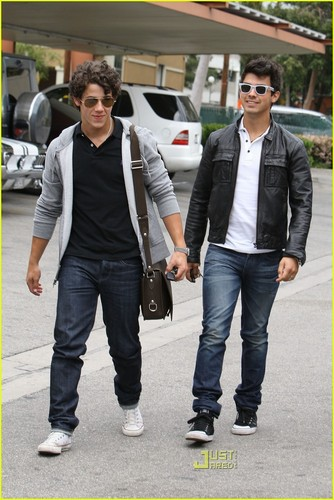 Joe & Nick Jonas: Paty's Pair