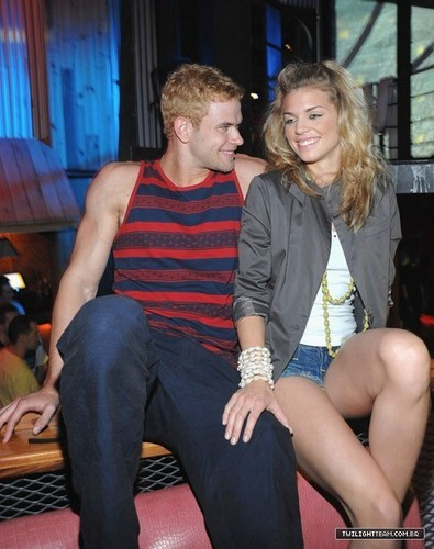Kellan, Annalynne and دوستوں - Tantra Nightclub