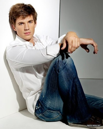 New photoshoot of Matt Lanter