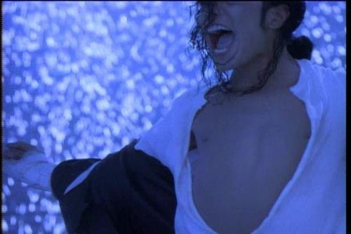 "Video Stills / ""Black 或者 White"