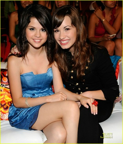 Selena Gomez and Demi Lovato pics