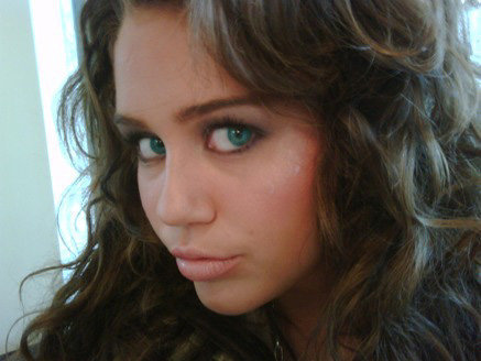 miley green eyes