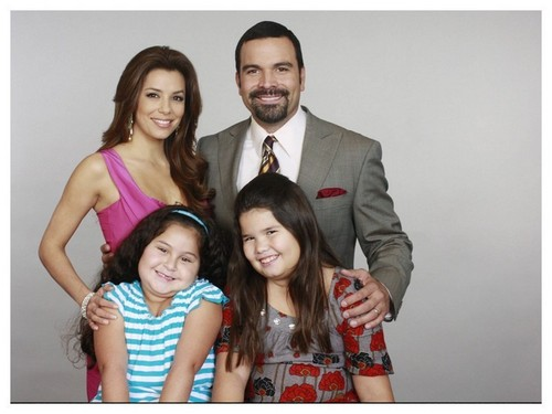 http://images2.fanpop.com/image/photos/12200000/Desperate-Housewives-desperate-housewives-12247430-500-375.jpg