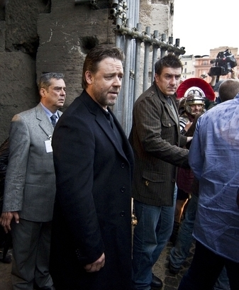 Russell Crowe Visits The Colosseum