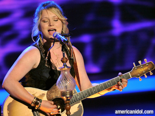 "Crystal Bowersox 唱歌 ""Come To My Window"""