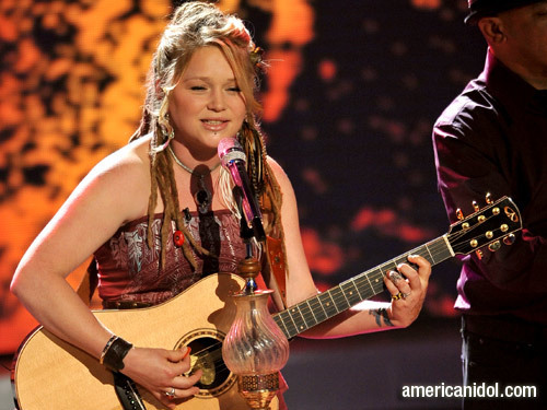 "Crystal Bowersox singing ""No One Needs To Know"""