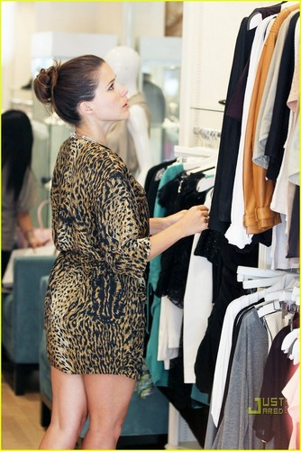 Sophia shopping at Switch boutique in Beverly Hills on Friday (May 28).
