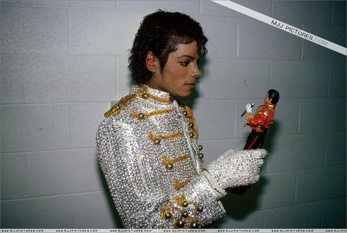 * UNFORGETTABLE MICHAEL *
