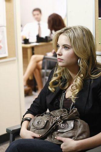 http://images2.fanpop.com/image/photos/12800000/Pilot-stills-pretty-little-liars-tv-show-12868128-333-500.jpg