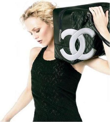 http://images2.fanpop.com/image/photos/13000000/Chanel-vanessa-paradis-13005396-448-500.jpg