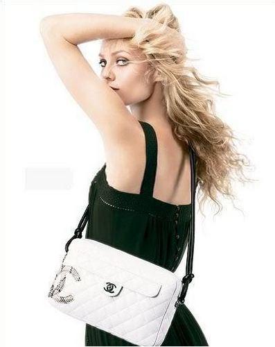 http://images2.fanpop.com/image/photos/13000000/Chanel-vanessa-paradis-13005401-397-500.jpg