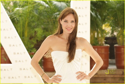 Angelina @ Salt Photocall in Mexico