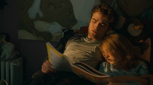 Edward reads Renesmee to sleep