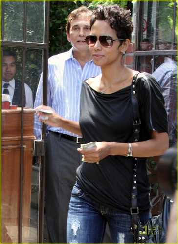 Halle Berry: All Torn Up For Lunch