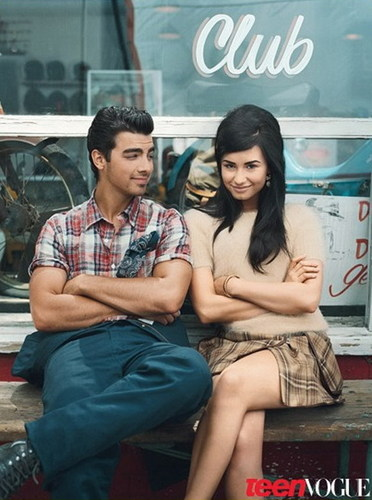 DEMI LOVATO AND JOE JONAS POSE TOGETHER AGAIN AFTER BREAK-UP