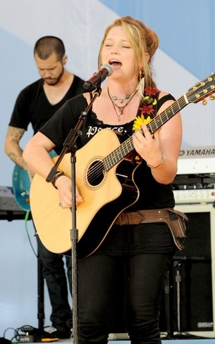 Crystal Bowersox Performs on 'Good Morning America' (July 9, 2010)
