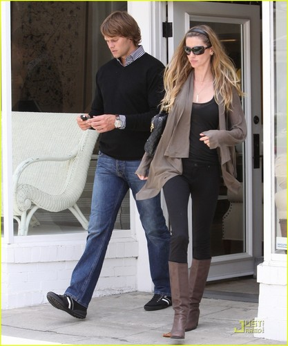Gisele Bundchen & Tom Brady Find Furniture