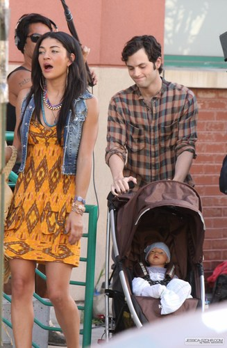 Gossip Girl - Set Photos - Jessica, Penn, and...a baby?
