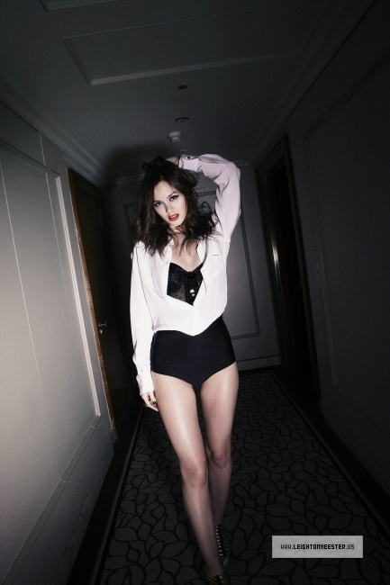 http://images2.fanpop.com/image/photos/13700000/Leighton-3-leighton-meester-13704107-433-650.jpg