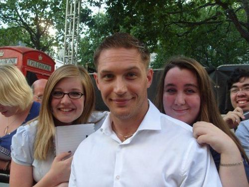 Tom Hardy with peminat-peminat at London Premiere Inception