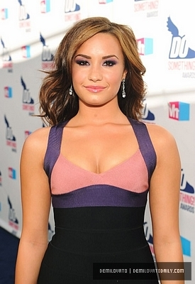 Demi @ 2010 VH1 Do Something Awards