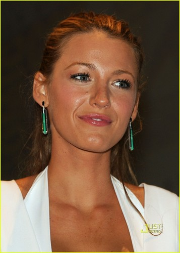 Blake Lively: Comic-Con Panel with Ryan Reynolds!