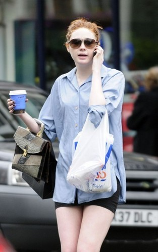 Karen Gillan out in Londres (July 13)