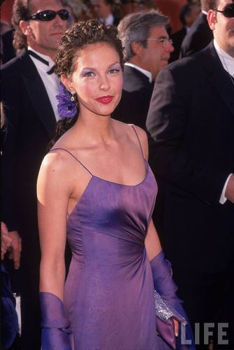 Actress Ashley Judd at the Academy Awards in 2000