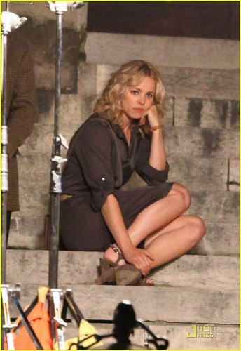 Rachel McAdams Spends A 'Midnight In Paris'