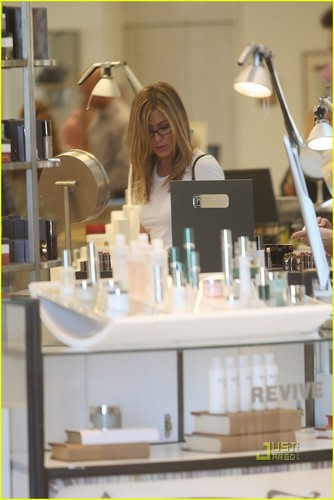 Jennifer out in Beverly Hills
