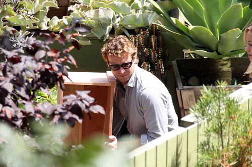 Simon Baker Helps 'Women in Trouble' July 30, 2010