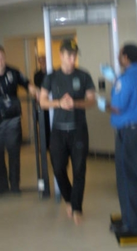 pics of Rob leaving the BNA (Nashville) Airpost on 8-4-10:
