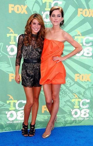 Shenae Grimes & Jessica Stroup @ Teen Choice Awards 2010