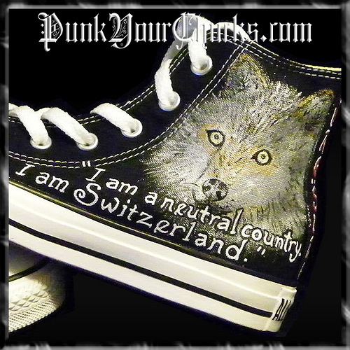Twilight Converse Sneakers painted da www.punkyourchucks.com artist MAG