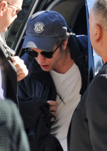 Watch out 日本 Robert Pattinson is on his way 31/10/09