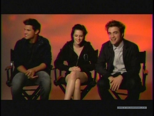Screencaps of Robsten and taylor from the MTV Ulalume Promo spot