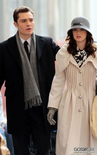 Ed and Leight on set of GG (11.05)
